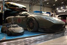 Image from http://www.fi-exhaust.com/Modification_news/tokyoautosalon/images/day1/28_tokyoautosalon_LBWORKS-LP640-Kid-Army-Green.jpg.