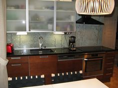 Glass as a material can be adapted to multiple uses in interior design. All our products can be provided with a unique pattern. Custom Glass, Home Improvement Projects, Backsplash, Art Pieces, Photograph, Kitchen Cabinets, How To Plan, Interior Design, Unique