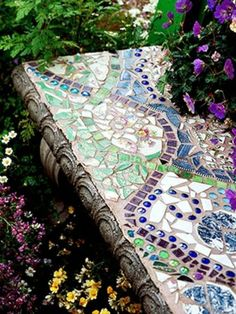 mosaik im garten wellenförmige Muster