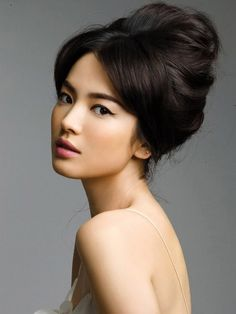 Asian Makeup Inspiration Pics - I like the hair too Popular Hairstyles, Up Hairstyles, Wedding Hairstyles, Chinese Hairstyles, Vintage Hairstyles, Hairstyle Ideas, Spring Hairstyles, Beehive Hairstyle, Bridesmaid Hairstyles