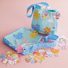 Quick 3D purse with gusset for girls' beginning sewing projects.