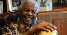 Mandela sorrindo idoso