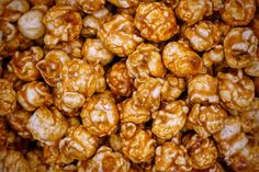 The BEST caramel corn recipe (and easy too! Caramel Corn Recipes, Popcorn Recipes, Snack Recipes, Popcorn Au Caramel, Easy Snacks, Healthy Snacks, Perfect Food, Cooking Time, Cravings