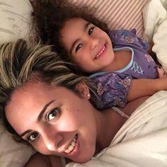 - Mamãe seu cabelo ficou lindo! Você ficou mais maravilhosa assim desse jeito!    E assim ela me recebeu quando fui buscá-la na casa da minha mãe e me viu loura!!!  Contei lá no snap [matercolorida] que estava ansiosa para ver a reação da Clara ao me ver de visual novo... Ela gostooooooouuuuuuu!!!!    #MaternidadeColorida #VolteiASerLoira #BlogMC #EuEEla #MuitoAmô #BlogDeMãe
