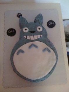 cute!!  totoro cake!! OMG!!