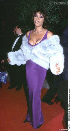 Whitney Houston in Fur | Whitney Houston : décolleté push-up + fourrure + fard à paupières ...