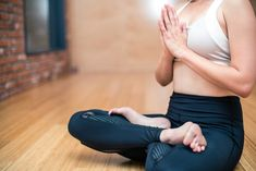 Can yoga really help you lose weight? Easy and effective yoga poses for weight loss will tone your arms, flatten your belly, and slim down your legs. Yoga Beginners, Beginner Yoga, Beginner Workouts, Cardio Workouts, Pranayama, Kundalini Yoga, Yoga Meditation, Ayurveda, Mantra