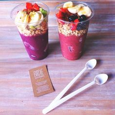 Smoothie with fruit and nut toppings
