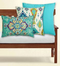 outdoor mix and match pillows http://rstyle.me/n/ivypmr9te