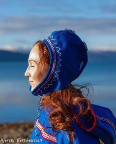 Luhkka shoot i fjæra :-) Lappland, Art Of Love, Love And Respect, Folk Costume, Samara, Post Apocalyptic, Headgear, Beaded Embroidery, Pride