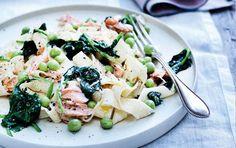 Pasta med ricotta, spinat, ærter og laks
