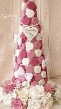 059//マカロンカラー:濃いピンク×ピンク×ホワイト、ガーランド:ピンクやホワイトのバラ中心 Crepes, Macarons, Macaroon Tower, Airplane Party, Japanese Desserts, Fake Cake, Bouquet, Clay, Snacks