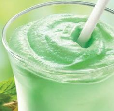 IdealShape Mock Shamrock Shake by Shannon Whitton Thomas-  8 oz. Unsweetened Almond Milk  1 Scoop IdealShape Vanilla Shake Mix  2 Tbsp SS/FF Cheesecake Pudding Mix  5 Drops Green Food Color  Ice