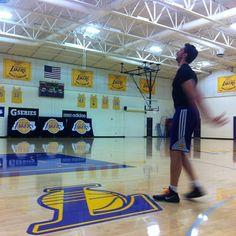 """""""Pau Gasol, la última jugada de una leyenda del baloncesto"""", en @elpaissemanal y en www.alvarocorcuera.com/?project=pau-gasol-la-ultima-jugada-de-una-leyenda-del-baloncesto Basketball Court, Sports, Basketball, Legends, Hs Sports, Sport"""