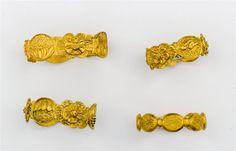 Tesoro del siglo XVIII hallado en la costa de Yucatán: piezas de oro con decoraciones florales