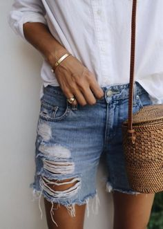 The only look we want to wear all summer : denim short For Love & Lemons + shirt Madewell + Bembien bag Style by Damsel in Dior Beige Outfit, Womens Fashion Online, Latest Fashion For Women, Summer Pinterest, Short Outfits, Summer Outfits, Summer Clothes, Look Con Short, Estilo Jeans