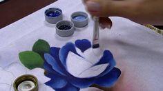 Mulher.com - 04/07/2016 - Vaso com rosa azul - Ana Laura Rodrigues PT2