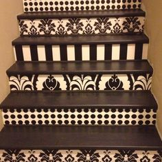 Wallpapered staircase  my friend Janet... so talented and so many ideas to share