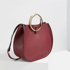 26 Awesome Handbag Trends for Women in 2017  - For women, carrying handbags is a necessity for different reasons. They are highly essential for carrying several things women may need while being ou... -  half moon (4) .