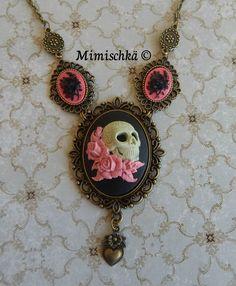 Collier crâne mexicain aux roses roses : Collier par mimischka