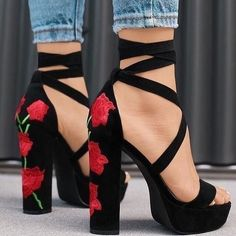Free Ship* Rose Embroidered High Heel Sandals - Jennifer Novy - Damen Hochzeitskleid and Schuhe! Pretty Shoes, Beautiful Shoes, Gorgeous Women, Beautiful Flowers, Crazy Shoes, Me Too Shoes, Buy Shoes, Heeled Boots, Shoe Boots