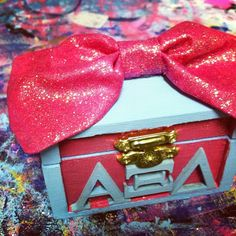 I really like the placement of the letters on this box! So I want to give this to my future little except with phi sig!