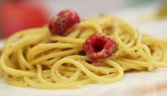 Spaghetti trafilati in bronzo con crema di porcini e lamponi. #recipes #ricette #pasta #food #italy
