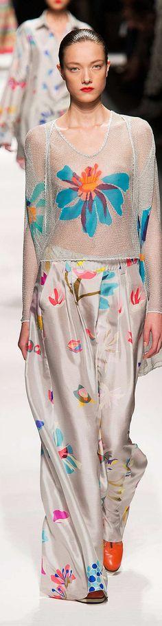 Missoni Collection Spring 2015 LOVE the trousers Fashion Details, Love Fashion, Runway Fashion, Spring Fashion, High Fashion, Fashion Show, Womens Fashion, Fashion Design, Missoni
