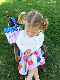Toddler Purse Tutorial will make her feel oh so special because you made it with love for her.Take the time to make something special for her.Super easy tutorial.You'll have it sewn in no time at all.