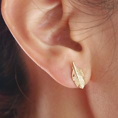 These cute gold feather studs will add the perfect touch ofbalance, lightness, and hope to your day. Great for casual wear and a boho look!