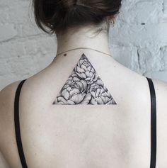 Dotwork triangle by Dasha Sumkina