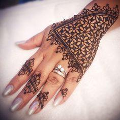 #islamicgeometry #islamicart #islamichenna #hennapattern #mehndi #hennapro #losangeleshenna #henna #hennatattoo #hennaartist #hennadesign… Arabic Henna, Henna Mehndi, Henna Art, Mehendi, Latest Henna Designs, Unique Mehndi Designs, Mehandi Designs, Traditional Tattoo Old School, Traditional Tattoo Flash