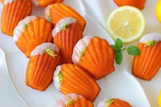 さわやか国産レモンのマドレーヌ|LIMIA (リミア) Cute Food, Yummy Food, Travel Cake, Snack Recipes, Snacks, Macarons, Bakery, Cheesecake, Sweets