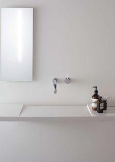 minimal bathroom sink by boffi Minimalist Bathroom Design, Minimalist Home Decor, Modern Bathroom Design, Minimalist Interior, Bathroom Interior Design, Home Interior, Minimal Bathroom, Minimalist Architecture, Minimalist Living