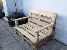 Furniture in pallet: 25 ideas to use them in the garden Pallet Projects Christmas, Outdoor Pallet Projects, Pallet Ideas, Reupholster Furniture, Diy Pallet Furniture, Cool Furniture, Outdoor Furniture, Banquette Palette, Palette Diy