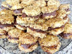 Fursecuri de casa cu crema Cookie Recipes, Dessert Recipes, Jacque Pepin, Carne, Biscuits, Cereal, Deserts, Food And Drink, Ice Cream