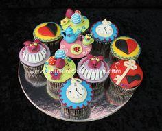 alice in wonderland cupcakes - Yahoo! Alice In Wonderland Cupcakes, Food Tech, Pineapple Images, Beautiful Wedding Cakes, Party Treats, Wedding Cake Designs, Deco Table, Creative Cakes, Amazing Cakes