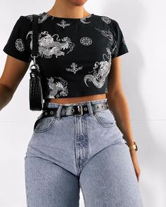 15 casual crop tops make you look fashionable page 5 Cute Casual Outfits, Edgy Outfits, Mode Outfits, Fashionable Outfits, Grunge Outfits, Casual Shorts Outfit, Crop Top Outfits, Simple Outfits, Vintage Outfits