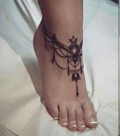 foot tattoo chain inspirations that the best adornment for .- Fuß Tattoo Kette Inspirationen, die die besten Zier fürs Knöchel sind – Haus Dekoration Mehr foot tattoo chain inspirations that are the best ornament for the ankle - Arm Cuff Tattoo, Chain Tattoo, Ankle Bracelet Tattoos, Trendy Tattoos, Small Tattoos, New Tattoos, Tatoos, Vine Foot Tattoos, Boho Tattoos