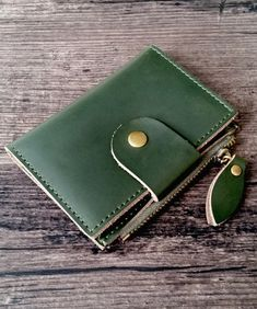 Leather key organizer made of genuine cow leather (made in 4 colors). Available on our Etsy shop Leather Gifts, Leather Key, Cow Leather, Key Organizer, Leather Accessories, My Bags, Etsy Shop, Wallet, Colors