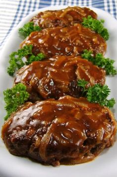 Salisbury Steak with Caramelized Onion Gravy - cravin' diner Beef Dishes, Food Dishes, Main Dishes, Dishes Recipes, Pork Recipes, Cooking Recipes, Recipies, Cooking Tips, Cookbook Recipes