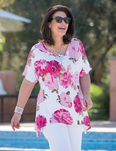 Kasbah+White/Fuchsia,+Taupe/Fuchsia+Or+Navy/Coral+Jersey+Floral+T+Shirt プ ラ Plus Size Shirts, Plus Size Blouses, Plus Size Tops, Plus Size Women, Fashion Over 40, Look Fashion, Fashion Outfits, Casual Outfits, Womens Fashion Casual Summer