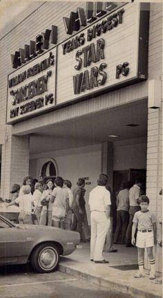 More Star Wars 1977 at the cinema - Star Wars Funny - Funny Star Wars Meme - - More Star Wars 1977 at the cinema The post More Star Wars 1977 at the cinema appeared first on Gag Dad. Star Wars Quotes, Star Wars Humor, Star Wars Love, Star Trek, Star Wars History, Alec Guinness, I See Stars, Cinema, Star Wars Wallpaper