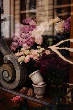 Flower shop window in Paris | Telltale Blog