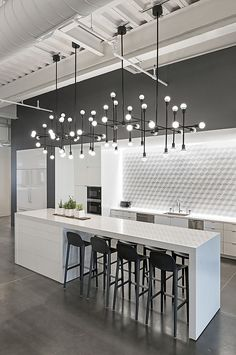 Modern Kitchen Interior Remodeling 10 Kitchen Backsplash Ideas to Consider ASAP Modern Kitchen Lighting, Modern Kitchen Design, Interior Design Kitchen, Modern Interior Design, Modern Decor, Kitchen Industrial, Industrial Style, Industrial Lighting, Modern Interiors