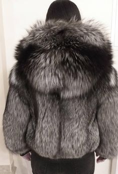 Nadire Atas on Fur in Fashion Fur Bomber, Bomber Jacket, Fox Fur Coat, Fur Coats, Mens Fur, Fabulous Furs, Fur Fashion, Style Fashion, Models