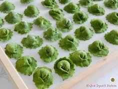 Ravioli verdi con ricotta e mascarpone Seafood Pasta, Pasta Maker, Italian Pasta, Homemade Pasta, Good Healthy Recipes, Chicken Pasta, How To Cook Pasta, Ricotta, Relleno