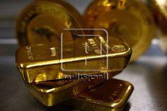 ارتفاع أسعار الذهب خلال جلسة تعاملات اليوم - ارتفعت أسعار الذهب خلال جلسة تعاملات الجمعة لتستمر في تداولها عند على أعلى مستوياتها في أكثر من ثلاثة أشهر بدعم تراجع الدولار الأمريكي مقابل أغلب العملات الرئيسية. وربحت العقود الآجلة للذهب تسليم أبريل حوالي 3.60 دولار بما يوازي 0.29% لتتداول عند مستوى 1255 دولار للأوقية كما أضافت العقود الآجلة للفضة تسليم مايو حوالي 13 سنتا بما يوازي 0.71% لتتداول عند مستوى 18.31 دولار للأوقية. - المصدر : #المصري_البوم - شركة عربية اون لاين للوساطة فى الاوراق…