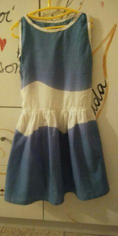 vestito..... questo vestito direi taglia 6 - 8 anni, é stato tagliato da una tenda, non ho utilizzato carta modelli per farlo. Non é perfetto ma mia figlia lo indossa volentieri e sovente.