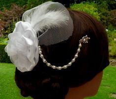 Edler Hochzeits Haarschmuck Kopfschmuck in weiß mit Blüte und Schleier